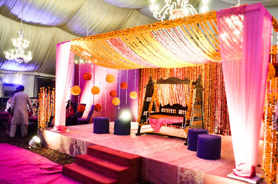 Latest pakistani mehndi stage designs mehndi stage for Home decorations pakistan