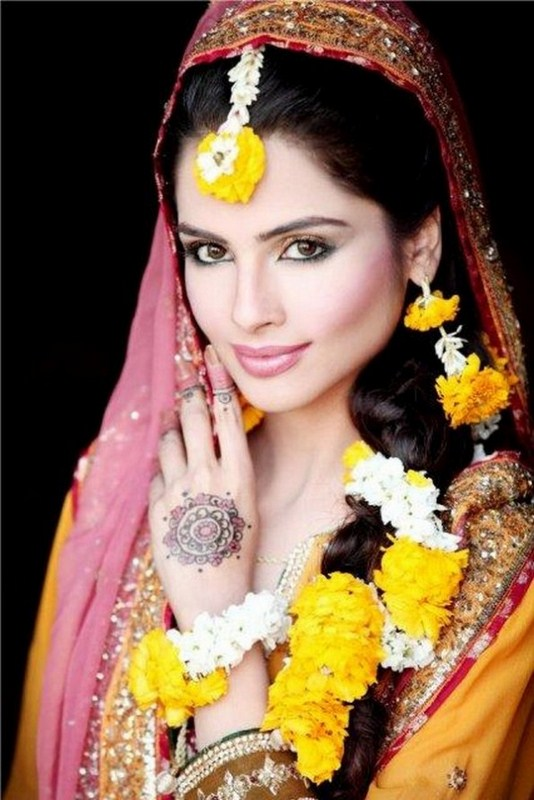 Pakistani-Bridal-Makeup-For-Mehndi-Function-001