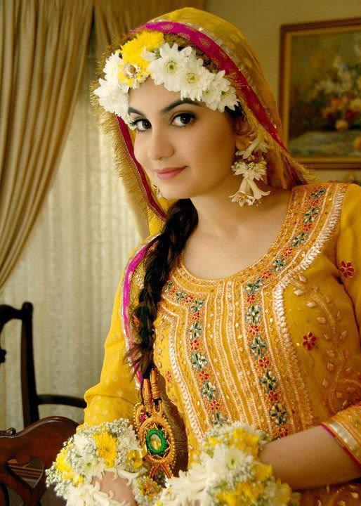 Simple-Bridal-Makeup-For-Mehndi-Function-2015-2