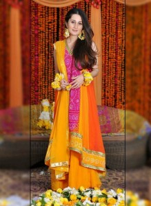 decent-Pakistani-mehndi-dresses-2015