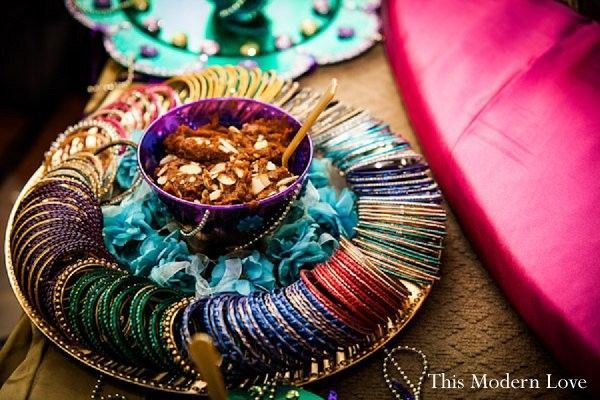 Mehndi thaals and plates decoration mehndi plates decorations 2017 Home decoration with bangles