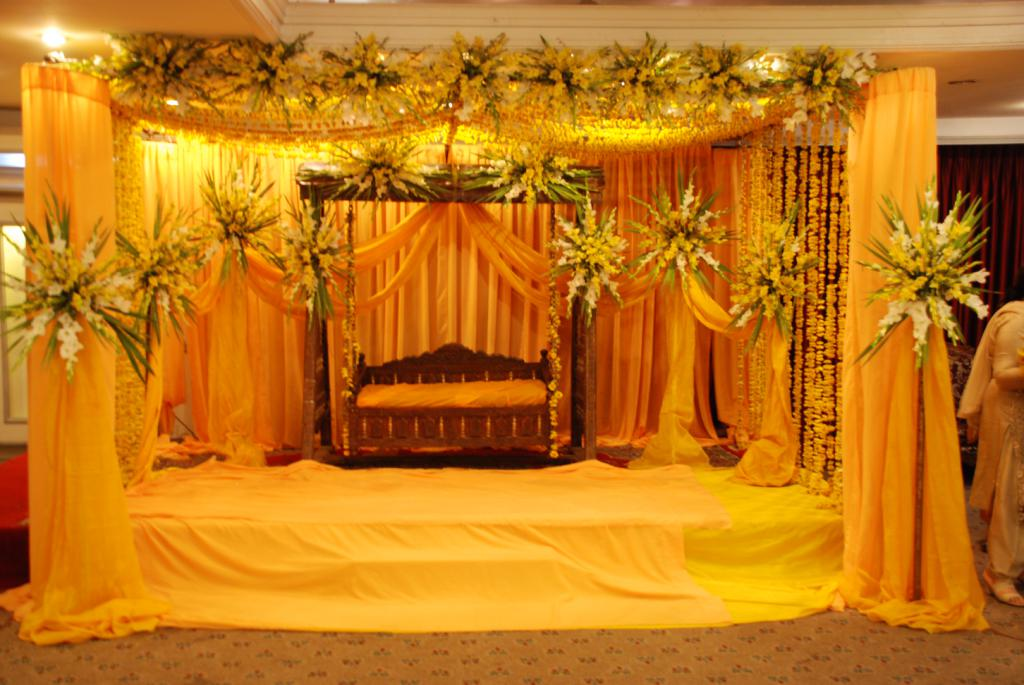 Latest pakistani mehndi stage designs mehndi stage designs ideas Latest decoration ideas