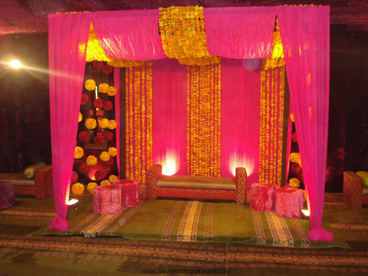 Latest pakistani mehndi stage designs mehndi stage for Design of decoration
