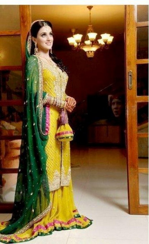 Bridal-Mehndi-Dresses-2012-002