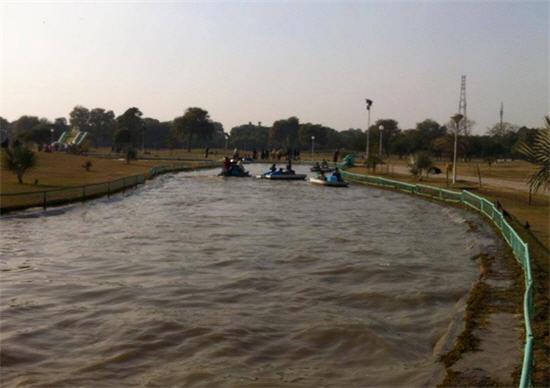 Iqbal Park Lake