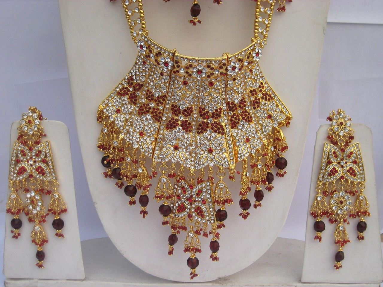 Latest-Pakistan-Bridal-Gold-Jewellery-Set-Designs-2015-1