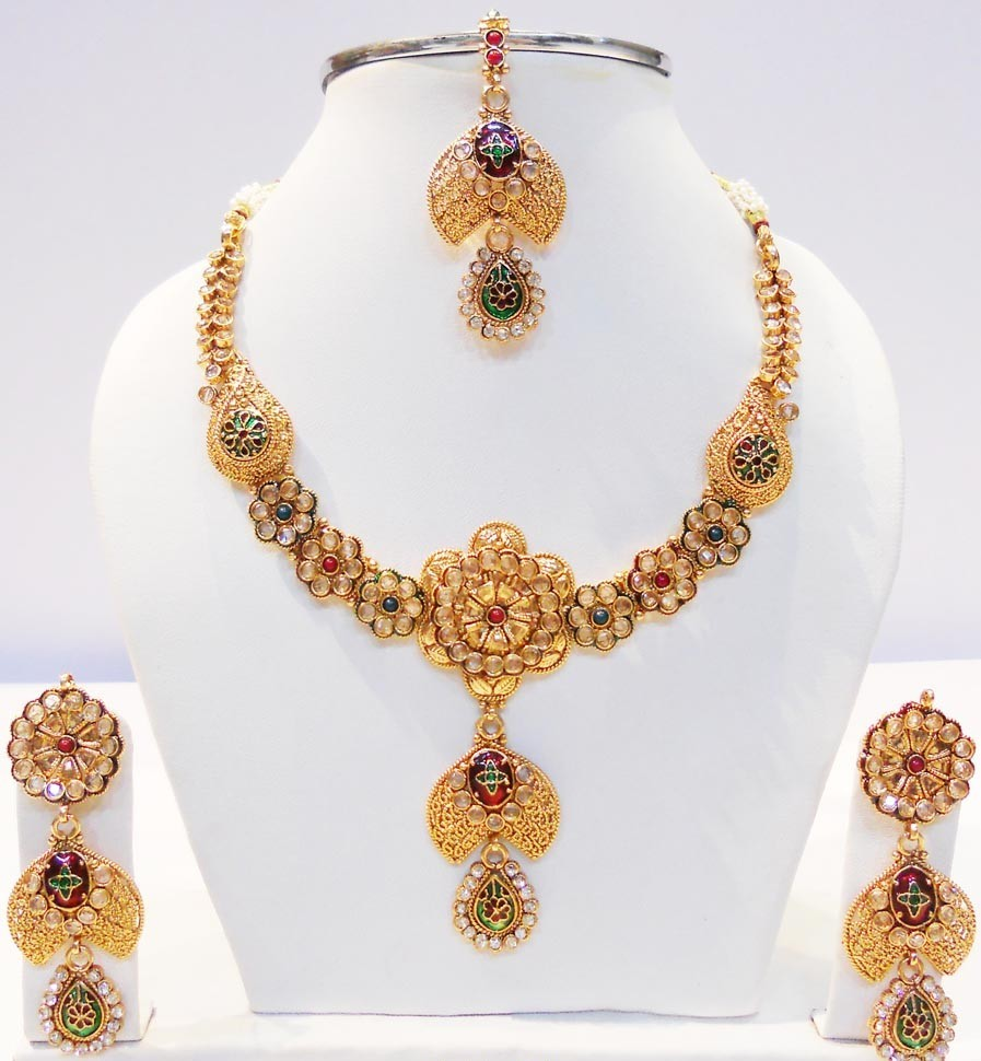 Latest-Pakistan-Bridal-Gold-Jewellery-Set-Designs-2015-4