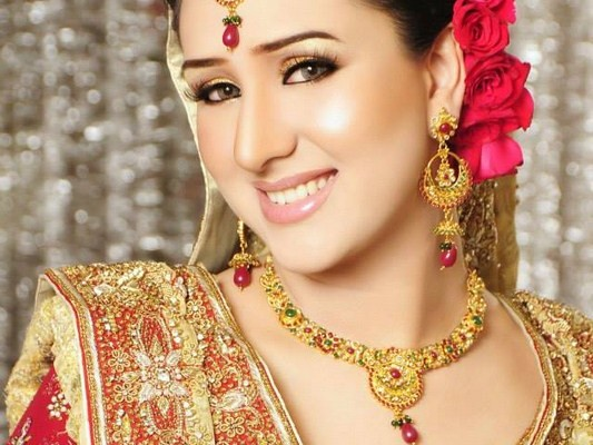 Pakistani-Bridal-Makeup-Looks-2013-By-Kami-Bridal-Salon-006-533x400