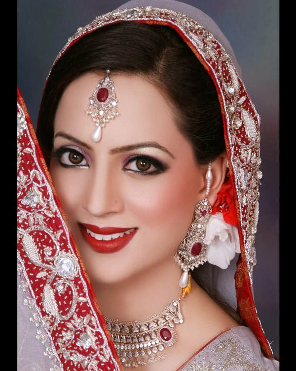 Pakistani-Bridal-Makeup-Looks-2013-By-Sobia-Bridal-Salon-Studio-010