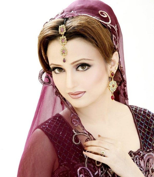Pakistani-Bridal-Makeup-Looks-2013-By-Sobia-Bridal-Salon-Studio-011