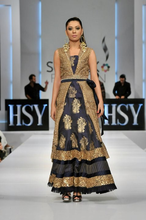 Pakistani-Designer-Wedding-Dresses-By-HSY-005