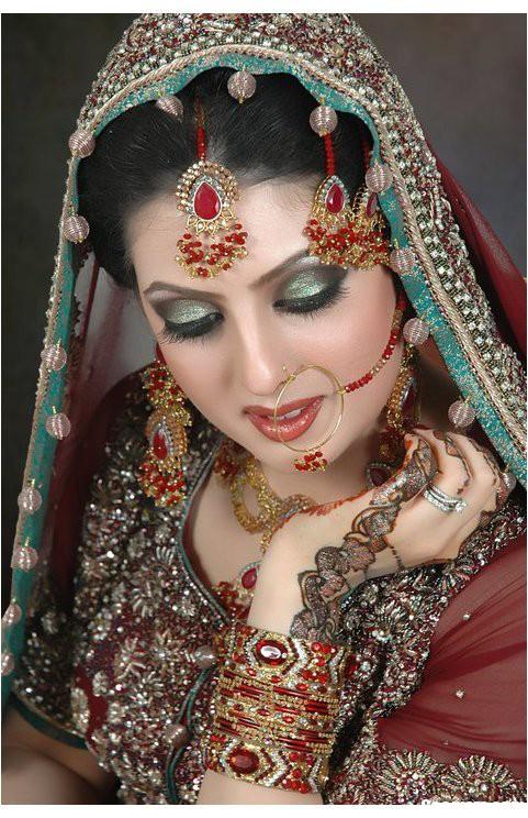 beautiful-bridal-makeup-dress