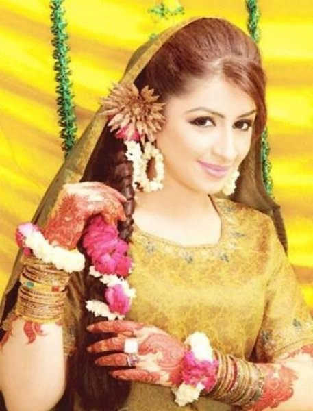Hairstyles For Mehndi : New mehndi hairstyle for long hair