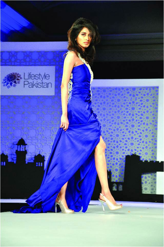 After-a-long-time-Iman-Ali-walked-on-Ramp-at-FPW16-7