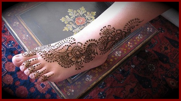 beautiful Mehndi Designs For Legs for young girls
