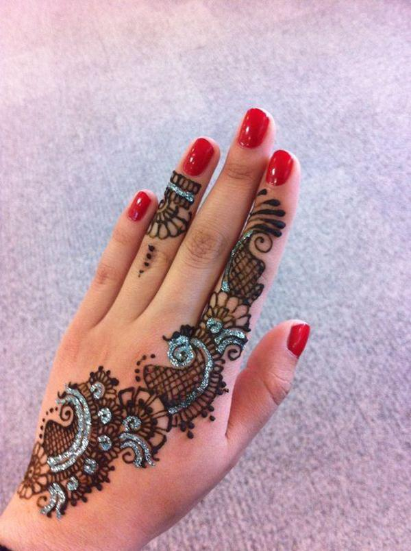 Arabic-mehndi-with-glitter-and-gems-1