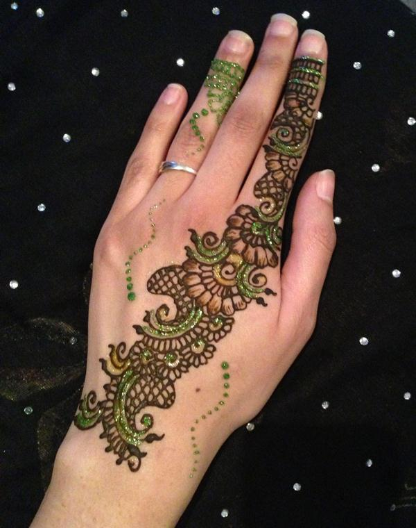 Arabic-mehndi-with-glitter-and-gems-38