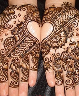 Engagement-Mehndi-Designs-Latest-Collection-27-300x364