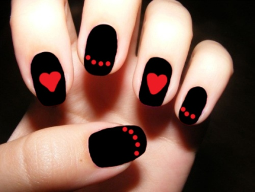 Fake-nail-designs-with-contrasting-red-heartand-black-colors