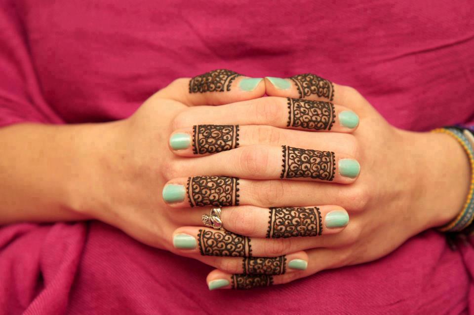 Elegant Arabic Mehndi Designs on Fingers
