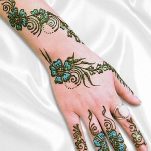 Hand-Feet-Mehndi-Designs-For-New-Year-2016-2