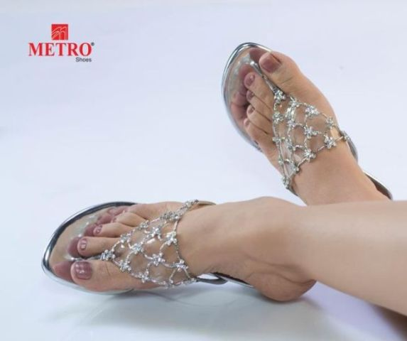 Kareena-Kapoor-Metro-Shoes-Photo-Shoot-Pictures-007