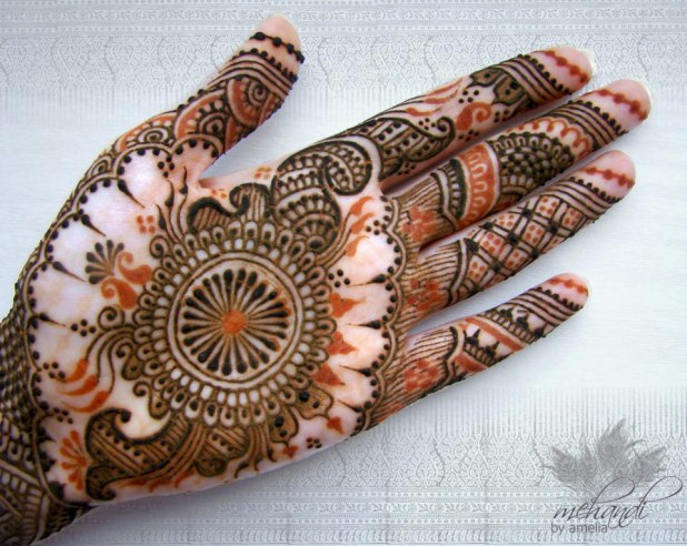 Latest-Amelia-Bridal-Mehndi-Designs-For-Women-002