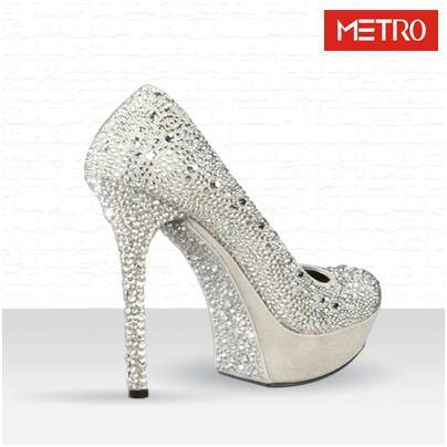 Trendy-Metro-Shoes-Designs-for-eid-3