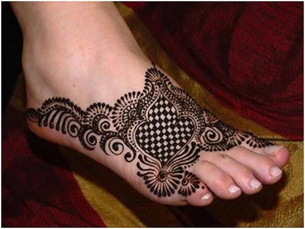 simple and new Mehndi Designs For Legs