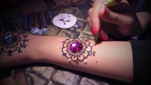 Elegant Arabic Henna Designs With Mica Glitter