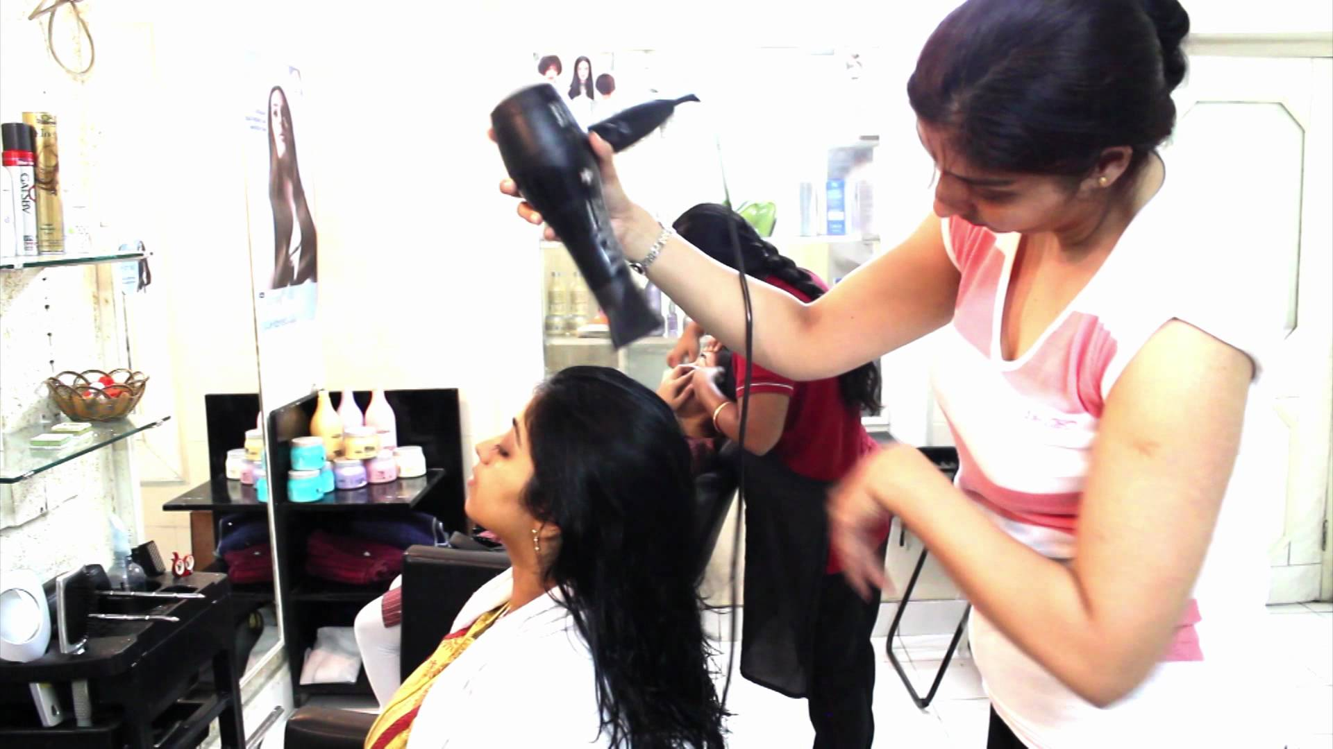 blow dry at Glow beauty salon and spa lahore