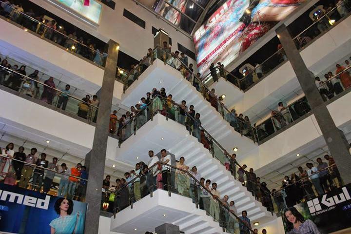 Jalaibee team at atrium mall karachi (2)