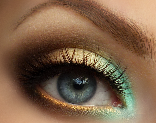 green-and-gold-eye-makeup