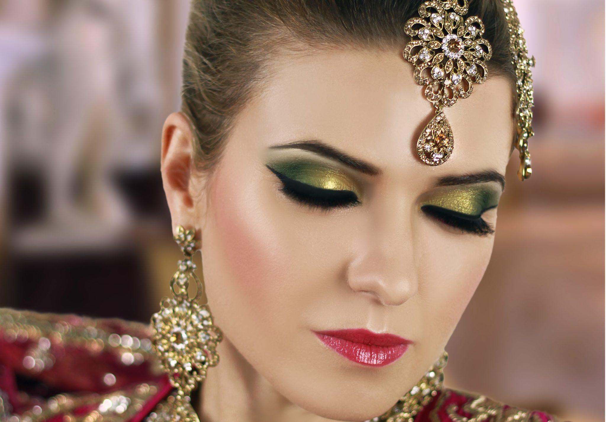How to do Amazing Eye Makeup For Mehndi Function - Top ...