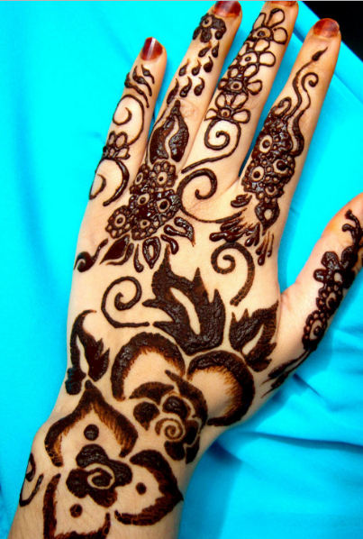 arabic-floral-style-mehndi-pattern-using-black-color