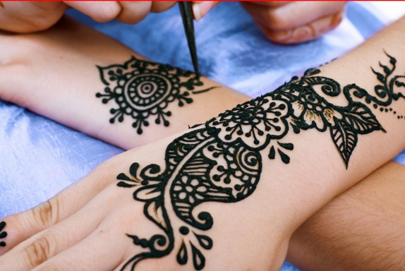 joint-geometric-style-dark-black-mehndi-patterns-2