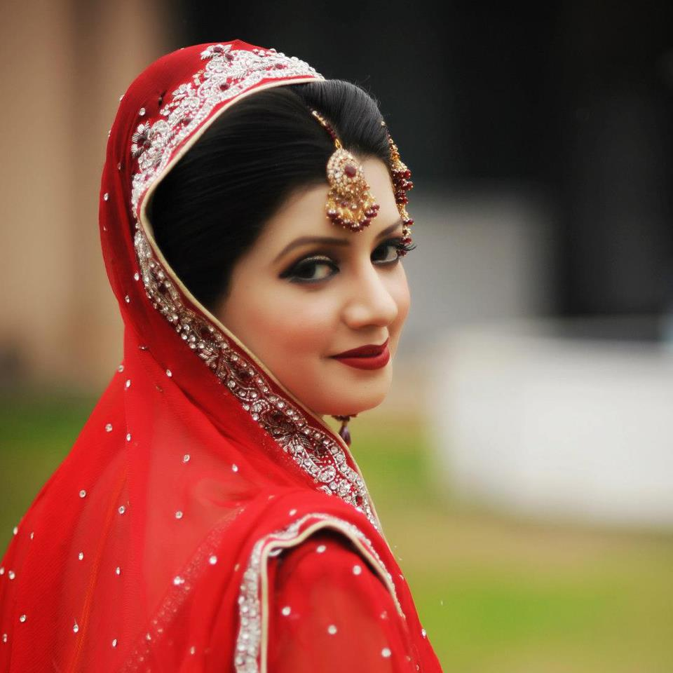 Pakistani Bridal MakeUp Ideas On Red Dresses