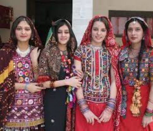 girls-with-sindhi-embroidery-dresses-designs