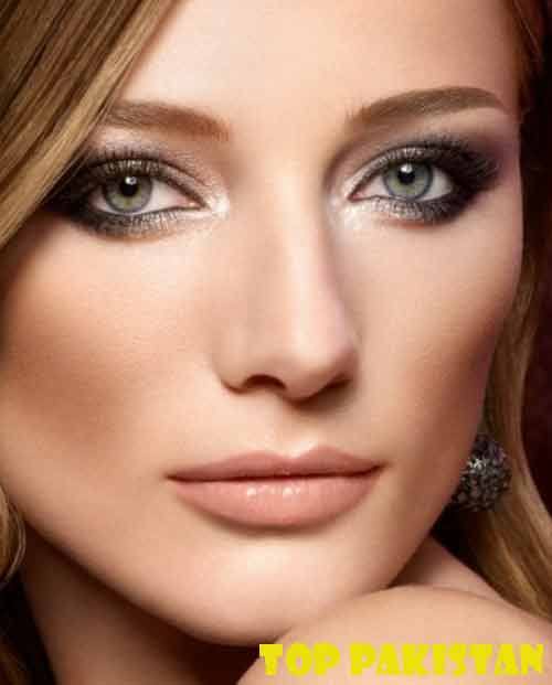 charismatics-eye-makeup-for-small-eyes